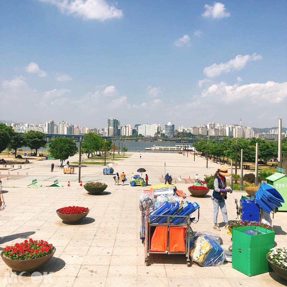 汝矣島漢江公園周邊租借帳篷的攤販