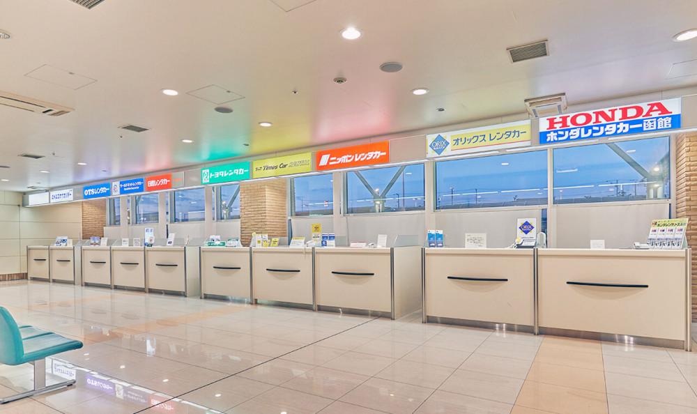 日本北海道函館租車親子遊北海道函館機場國內線大廳1樓的租車櫃檯