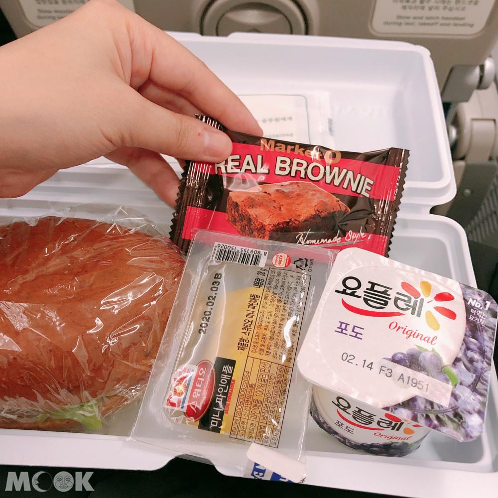 個別包裝的餐點好像更方便帶下飛機了
