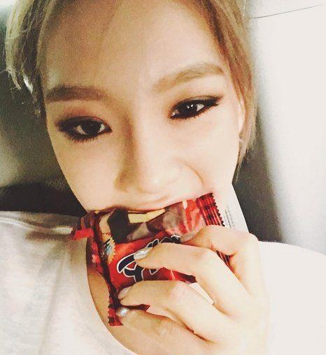 少女時代隊長-太妍也曾經在個人instagram上分享吃OH YES巧克力派