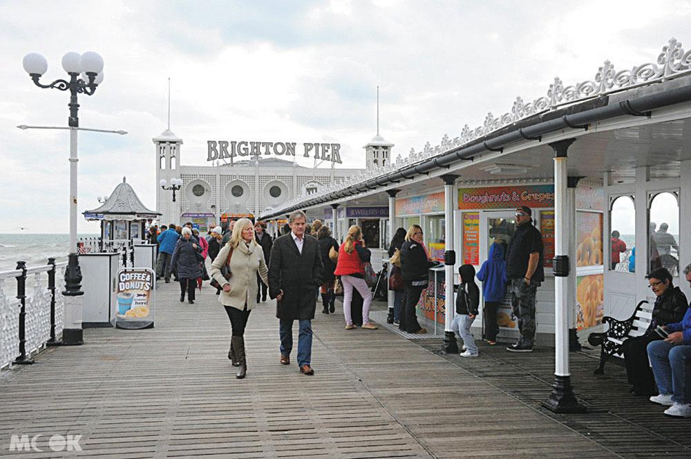 在布萊頓碼頭Brighton pier要小心手上的食物被海鷗給叼走喔