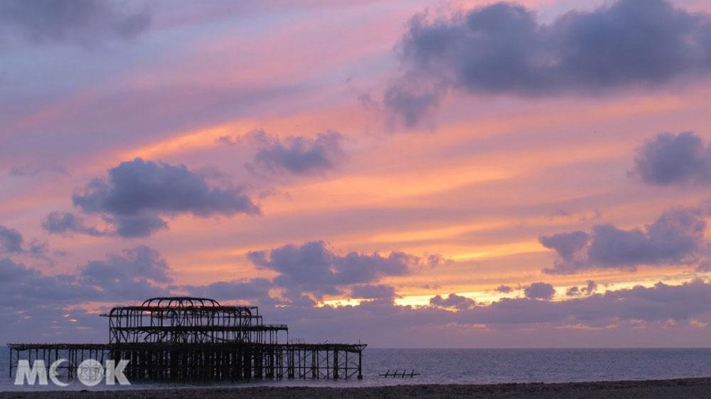 夕陽下的布萊頓西碼頭Brighton West Pier