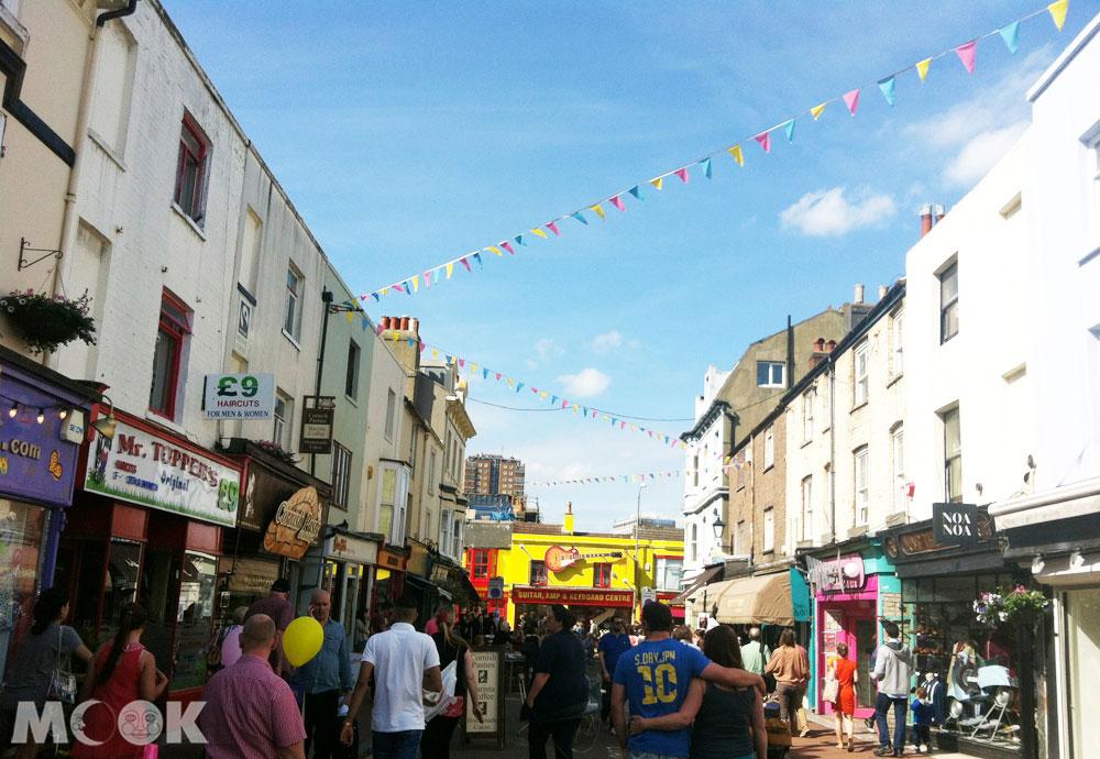 英國南邊的Brighton布萊頓市區的商店大致分佈在The Lanes, North Laine 以及 London Road。
