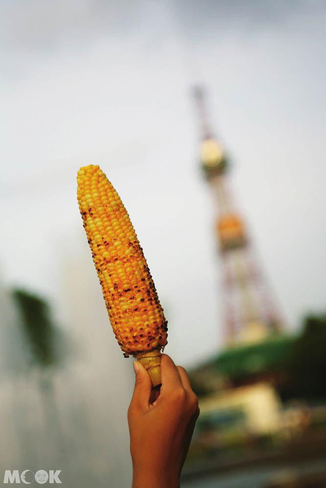 札幌大通公園期間限定的烤玉米