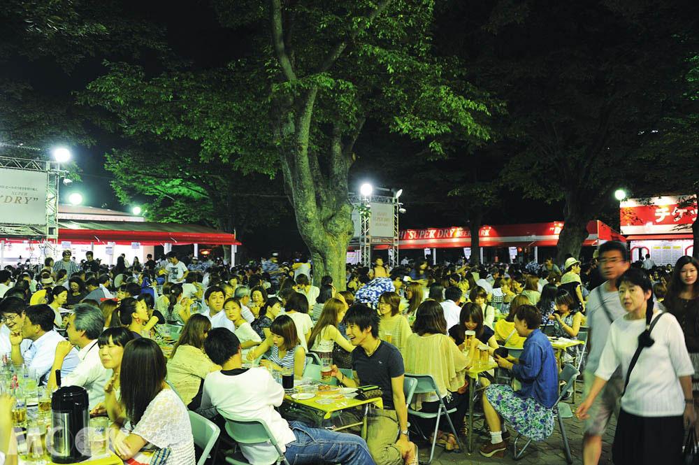 在札幌大通公園舉辦的啤酒節