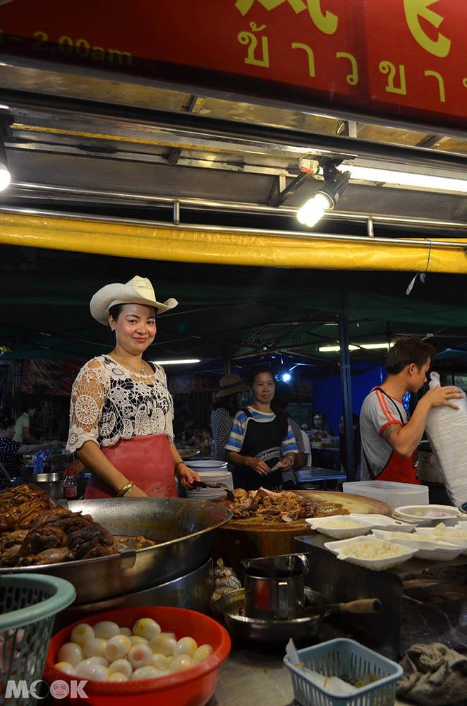 泰國 清邁 舊城 古城 小吃 鳳飛飛豬腳飯