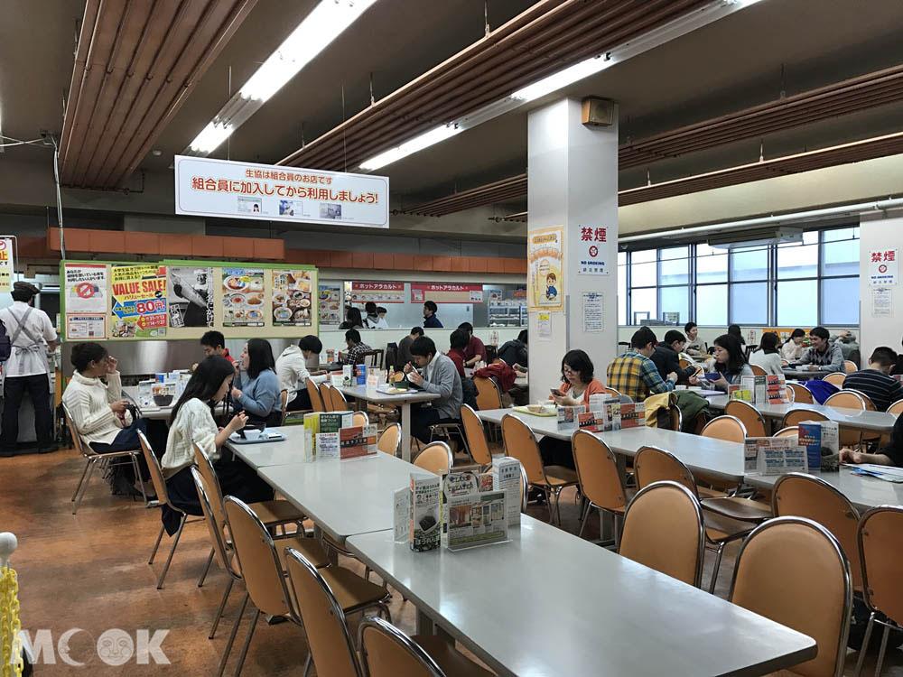 北海道大學的中央食堂內