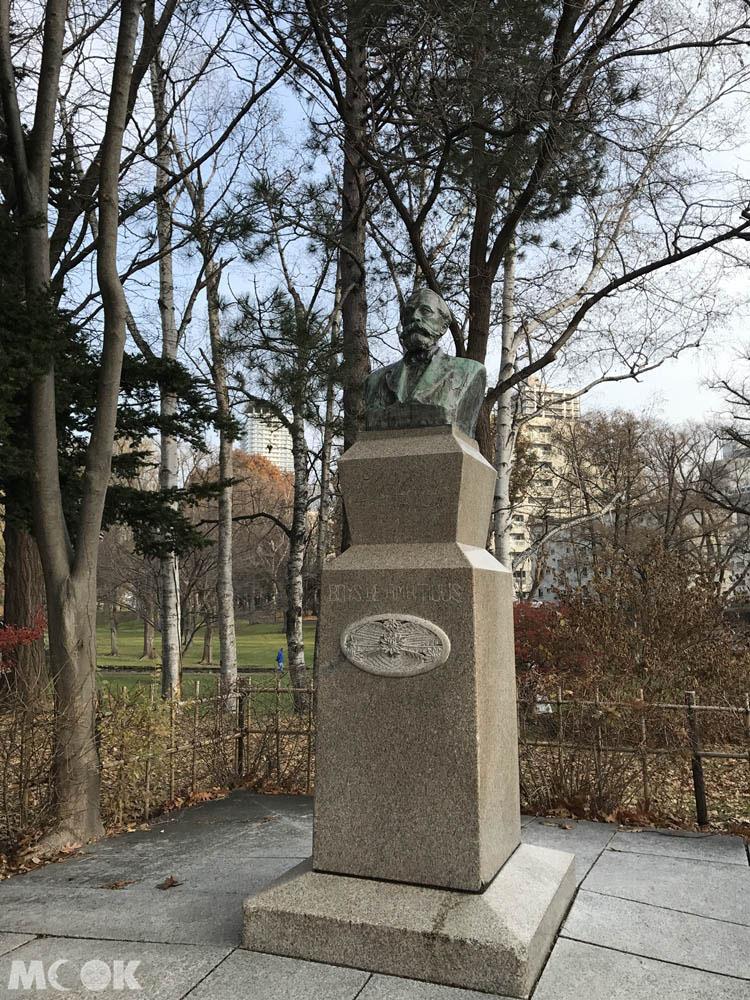 北海道大學內的克拉克博士銅像