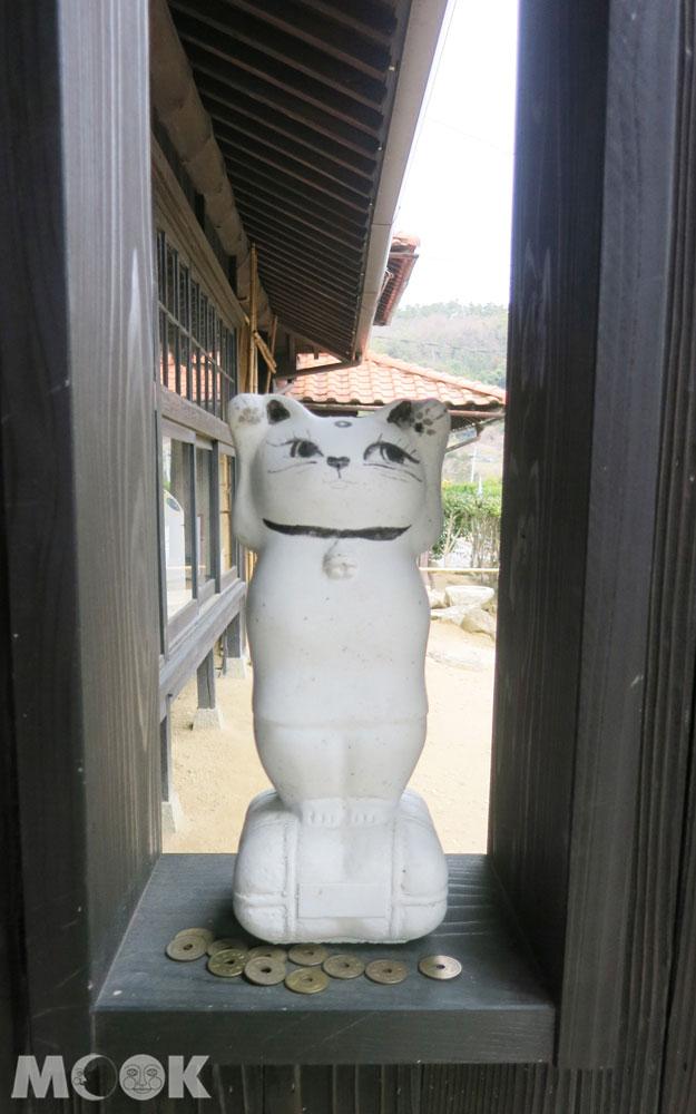 招財貓美術館(招き猫美術館)本館門外的招財貓