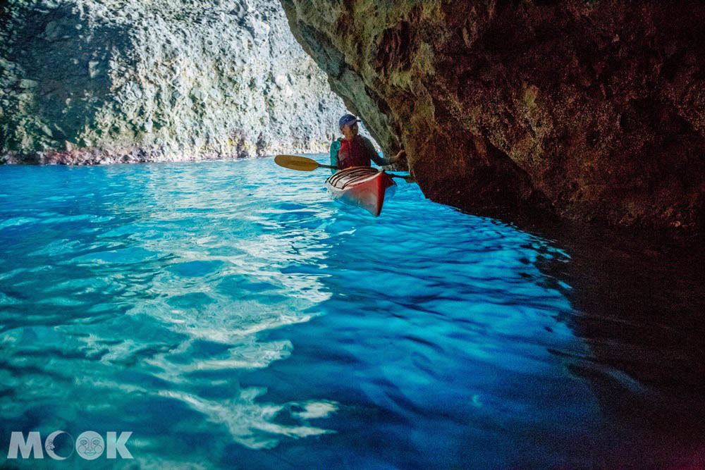 北海道積丹青之洞窟內的絕景