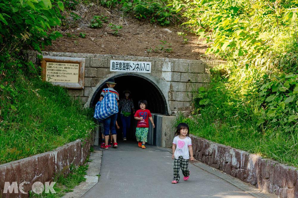 北海道積丹島武意海岸的隧道