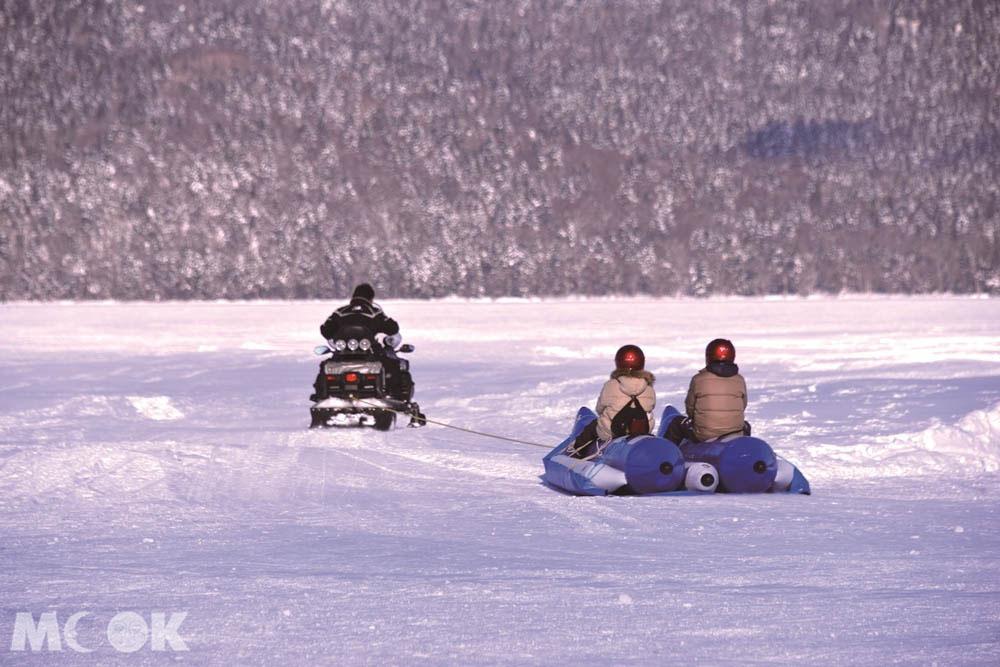 北海道阿寒湖Ice Land AKAN的冰上香蕉船