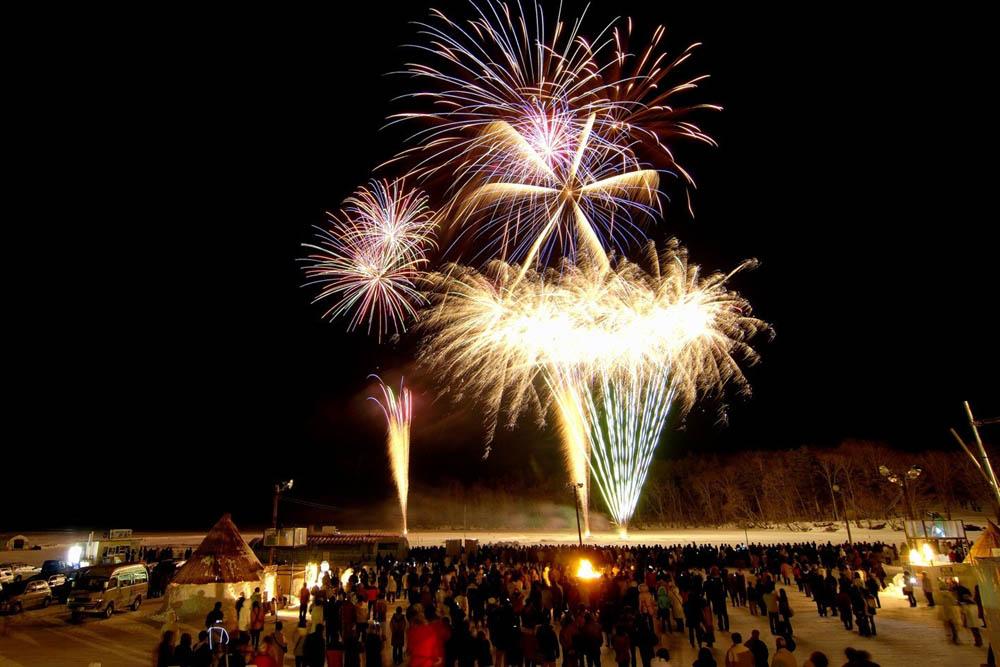 北海道阿寒湖冬季舉辦的祭典冬華美