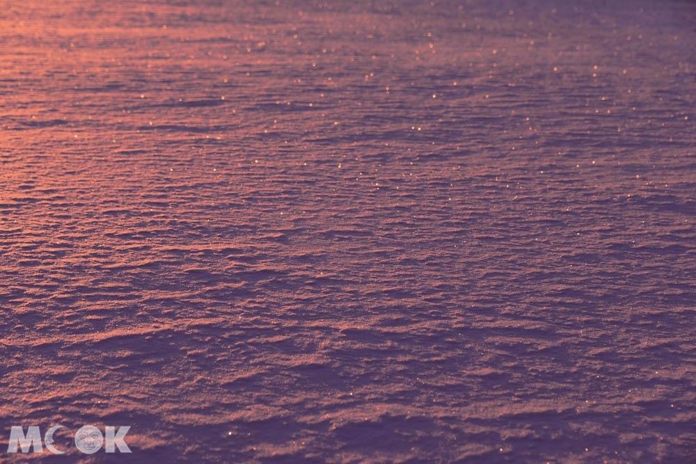 北海道阿寒湖的冬日晨間冰上散步活動