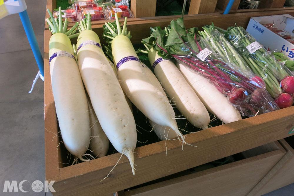 北海道七飯町的道の駅なないろ・ななえ(七色・七飯休息站) 產地新鮮直送的蔬果