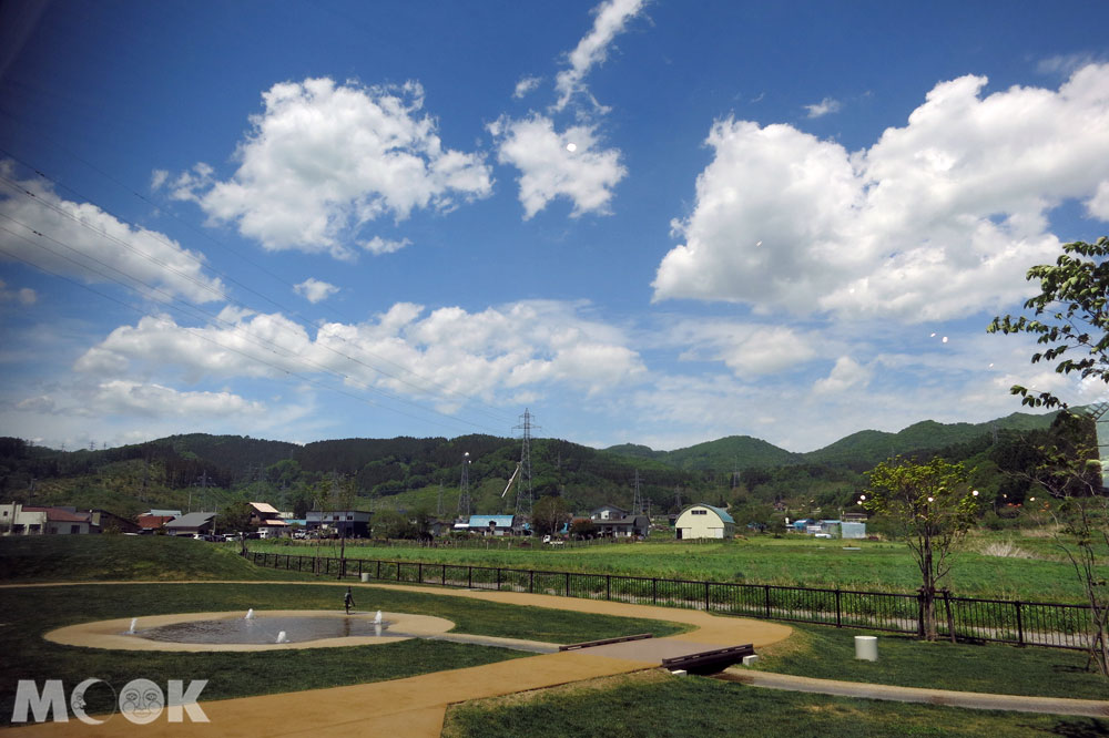 道の駅なないろ・ななえ(七色・七飯休息站) 的後方為戶外小公園以及噴泉戲水區