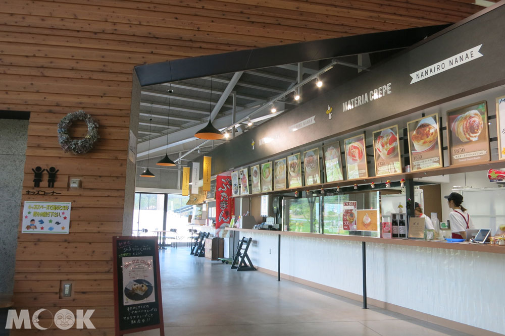 北海道七飯町的道の駅なないろ・ななえ(七色・七飯休息站) 各式口味的可麗餅