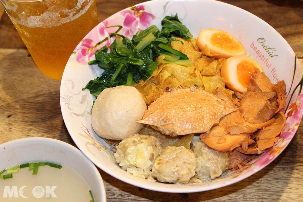 泰國 曼谷 拉差達火車夜市 大碗海鮮麵