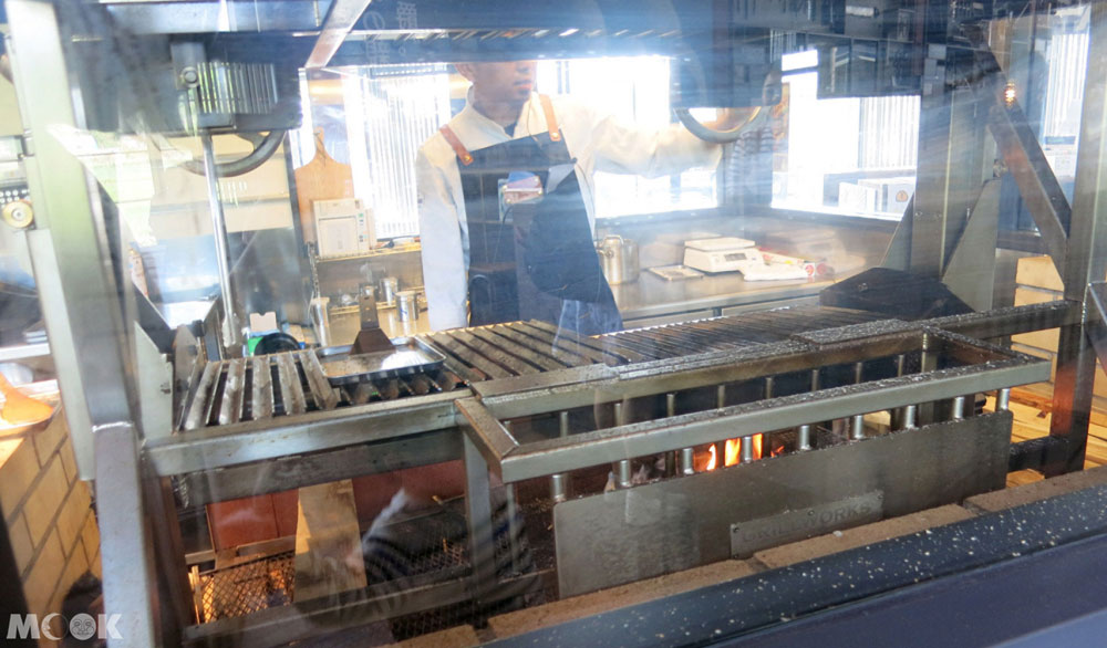 THE DANSHAKU LOUNGE餐廳直立式烤爐