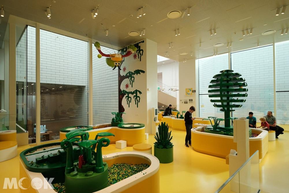樂高之家黃區中的植物組裝