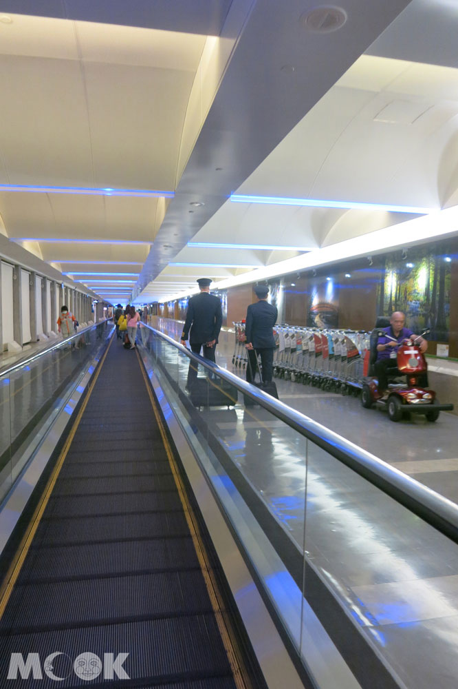 桃園機場前往登機門