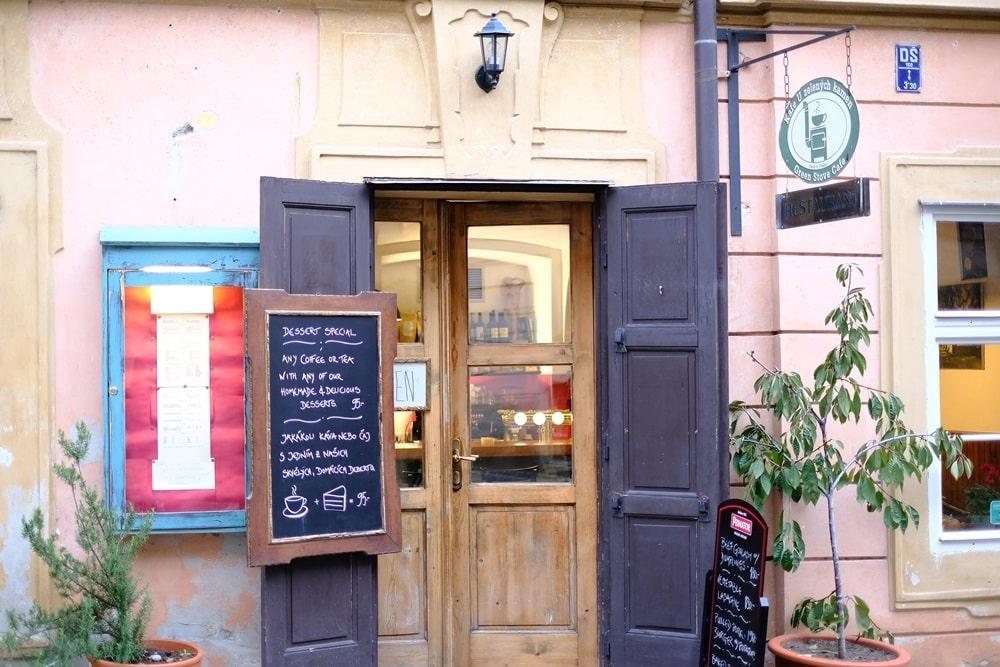 Kafe U Zelených kamen直譯就是綠色爐子咖啡館