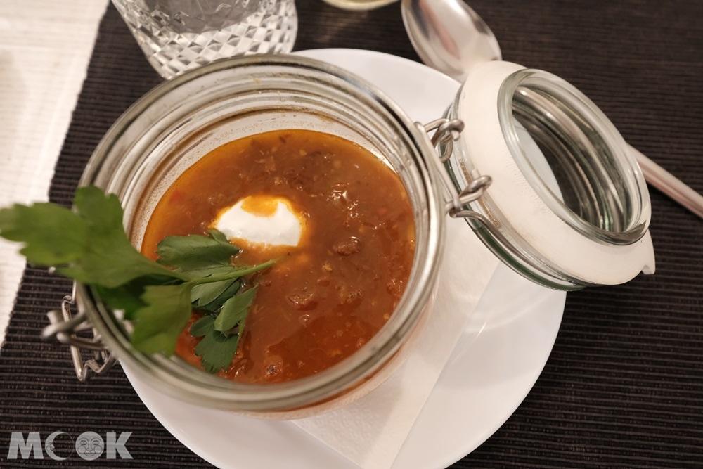 酸酸辣辣的酸菜湯sauerkraut soup