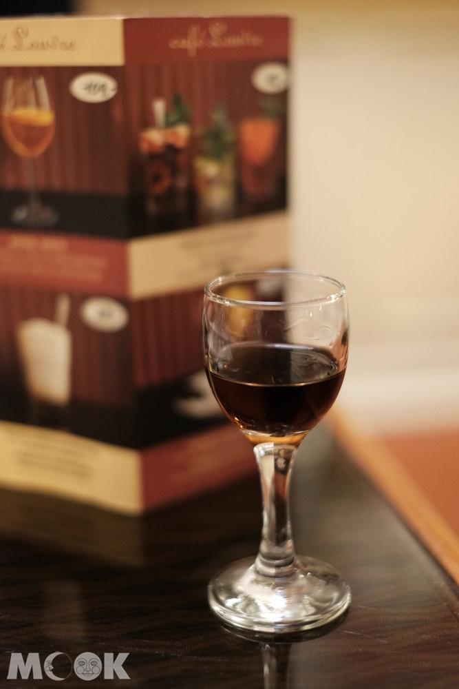 辣辣的消化酒(nut liquer)