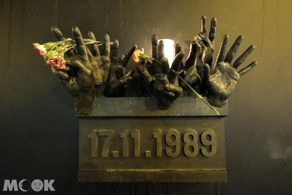 1989年的『天鵝絨革命』,如天鹅绒般平與柔滑的政权更迭