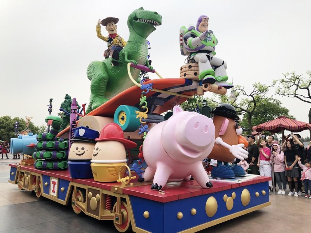 上海迪士尼度假區米奇童話專列遊行