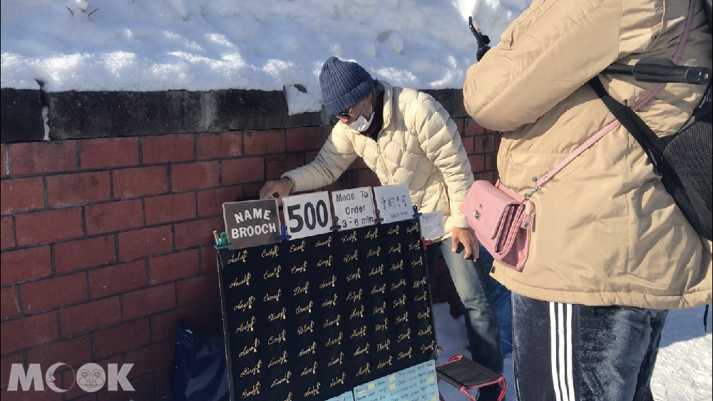 北海道小樽運河旁的小販或藝術家