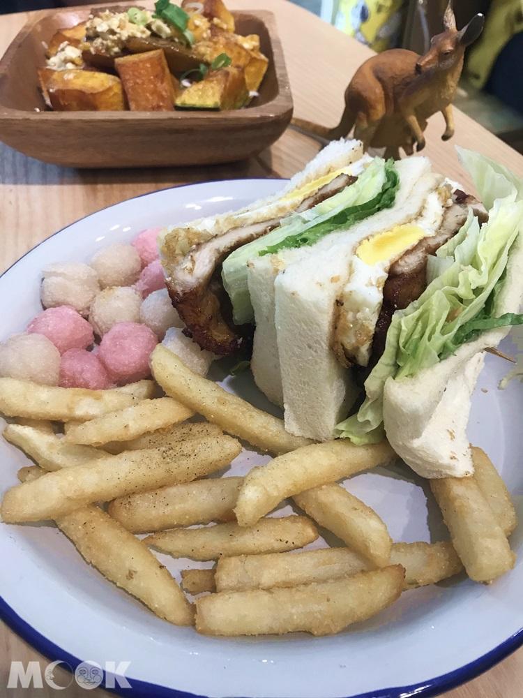 好初早餐中山店的一拳排骨三明治及套餐