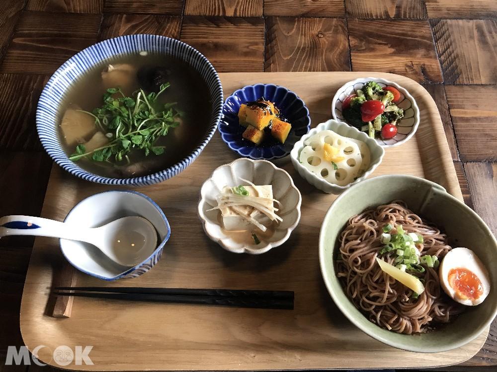 金瓜石祈堂老街老宅餐廳的雞湯料理
