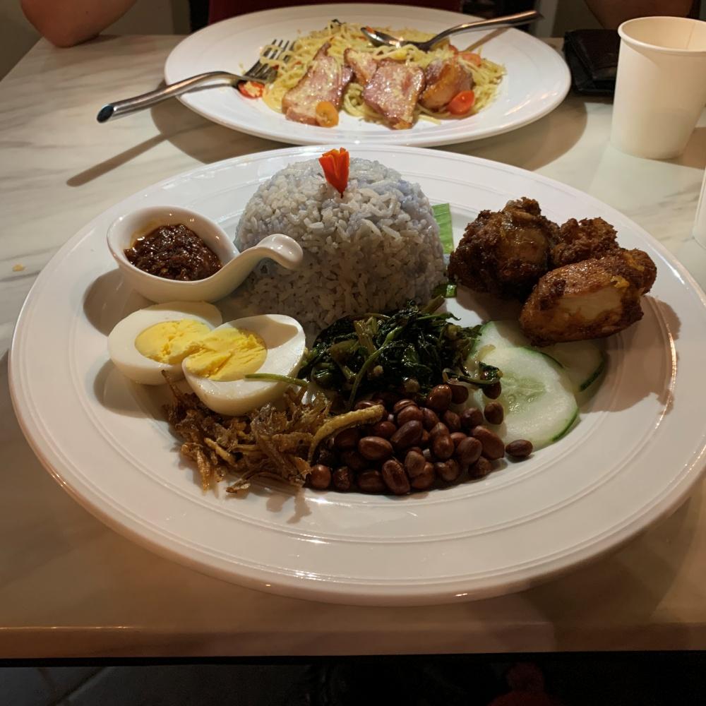某餐廳的藍花飯Nasi Kerabu