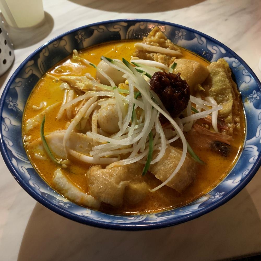某餐廳的咖哩湯麵