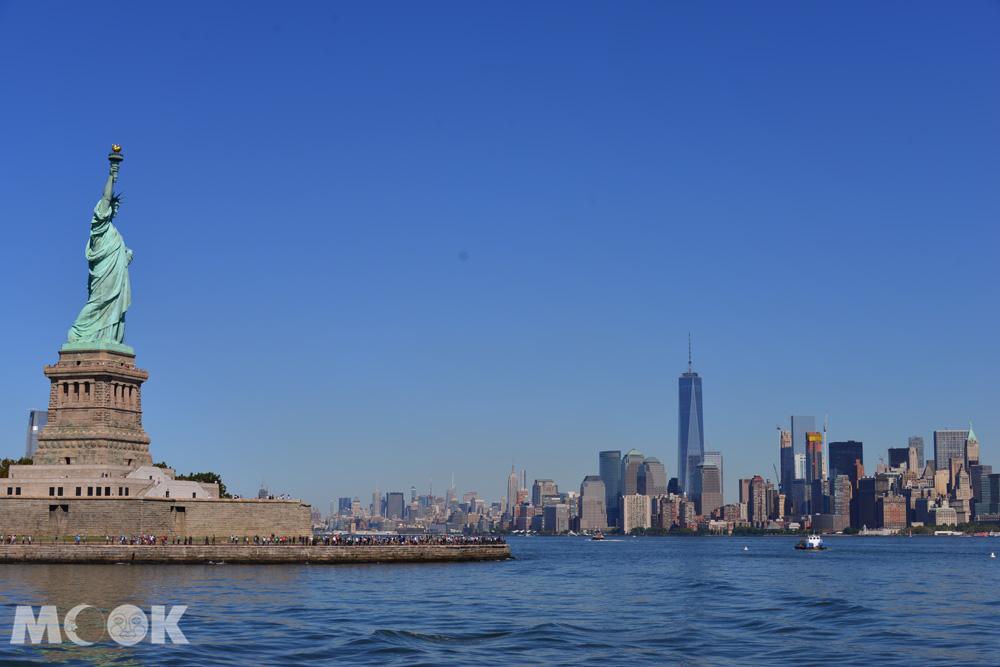 紐約曼哈頓下城天際線與自由女神像