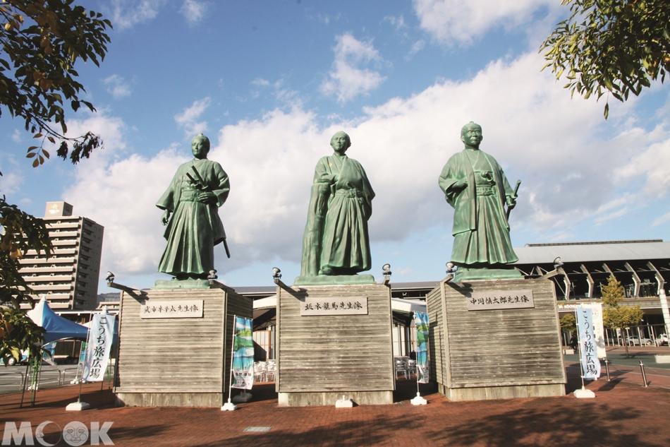 墨刻MOOK日本四國高知市 高知車站前三志士像