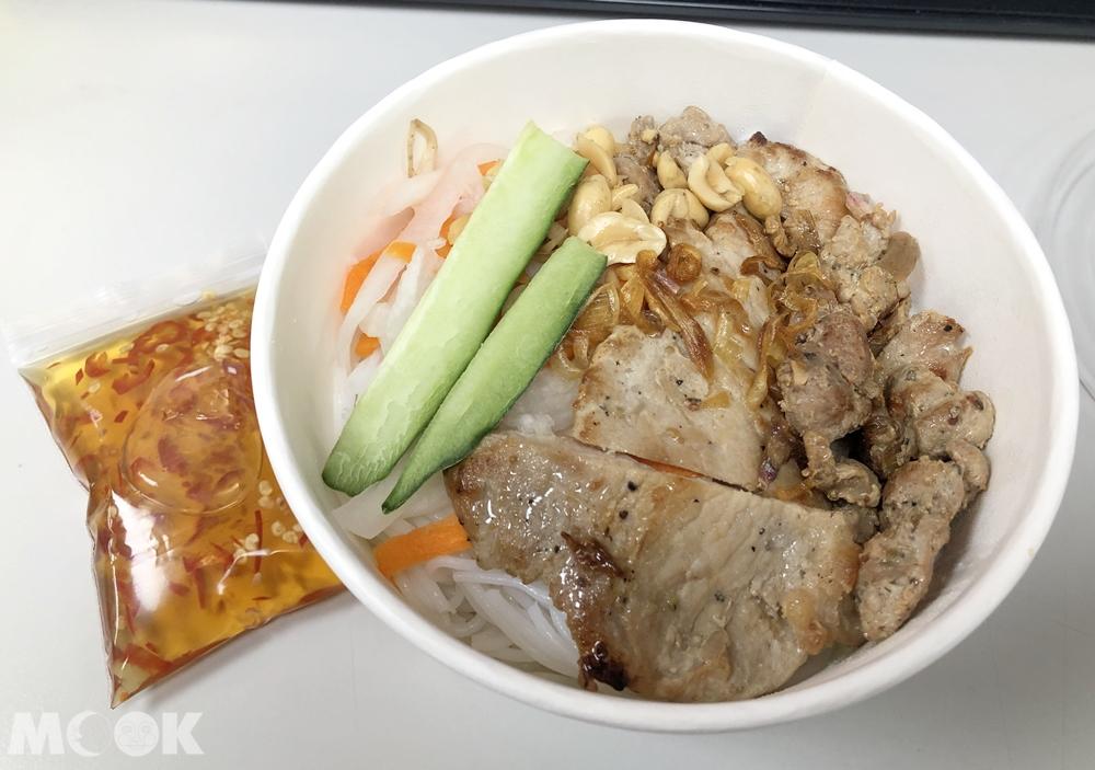 Bánh mì 越式法國麵包-香煎里肌肉米線