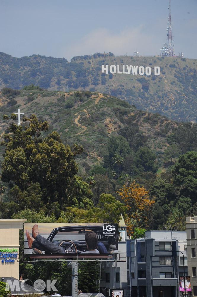 從好萊塢高地購物中心看到的好萊塢白色標誌