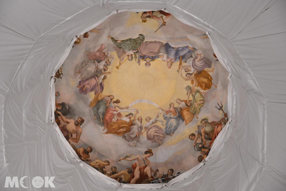 美國國會大廈中央圓頂下方圓形大廳的華盛頓升天圖