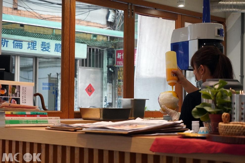 台灣台北市 中正區 東門站 金雞母刨冰甜品專門店 冰品製作過程