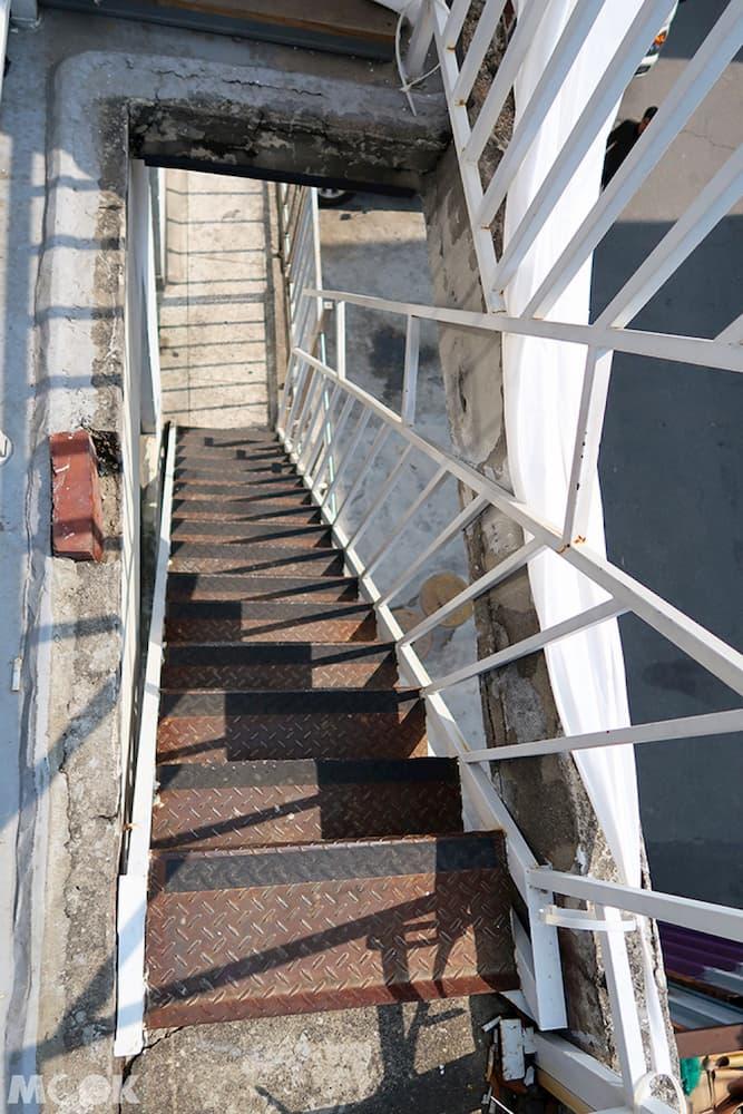 聖水洞REDO ELEPHANT二樓通往三樓的樓梯