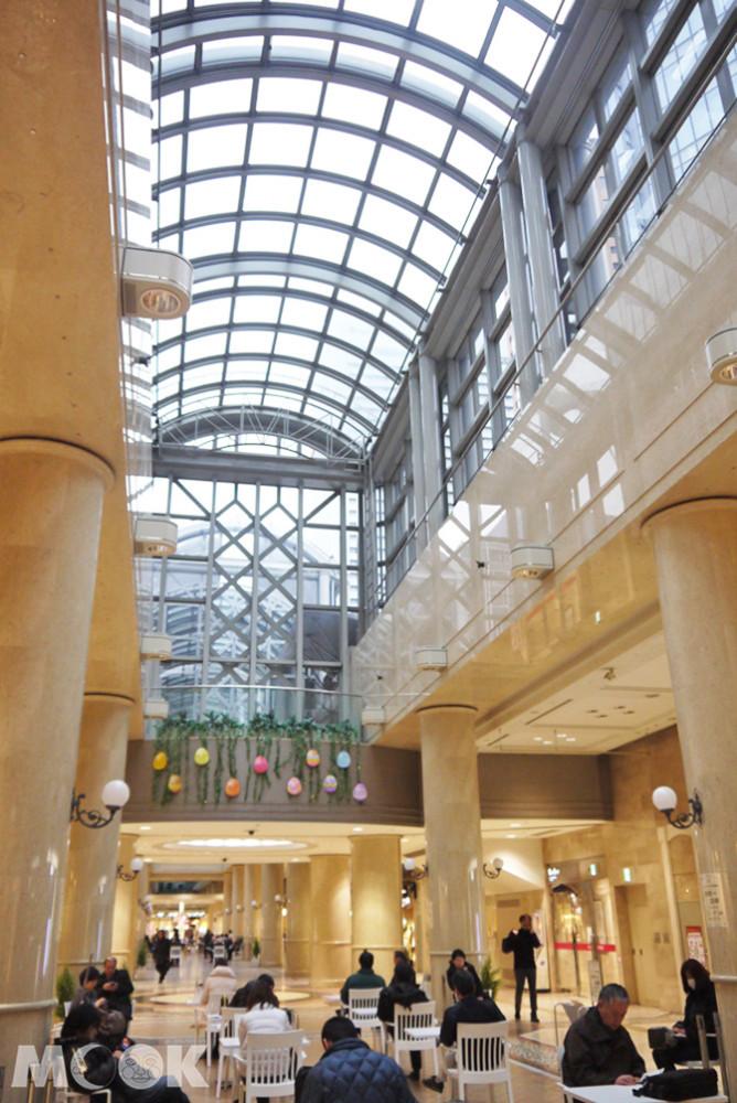 DIAMOR OSAKA地下商店街採光良好