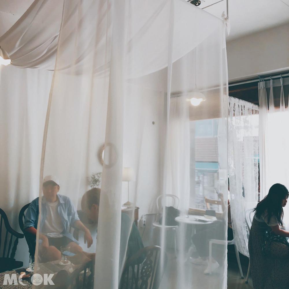 咖啡楊貴妃整間店充滿著復古風格