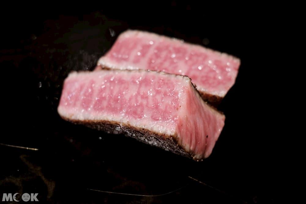 雪月花主菜的牛排肉質選擇有黑毛和牛跟神戶牛