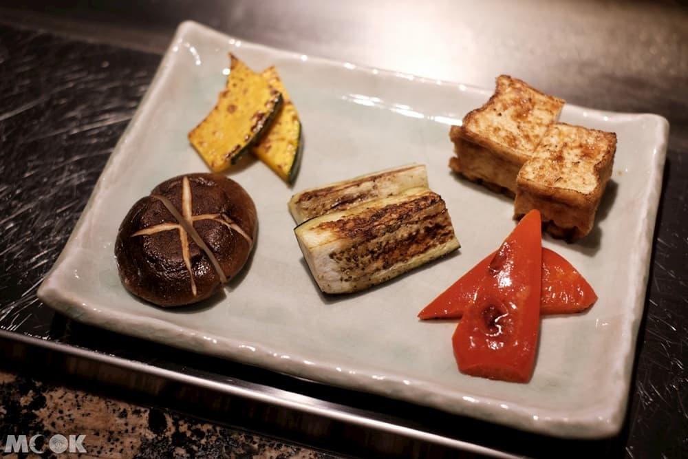 雪月花點「主廚推薦套餐」,可吃到前菜、海鮮、牛排等非常豐富的11品料理