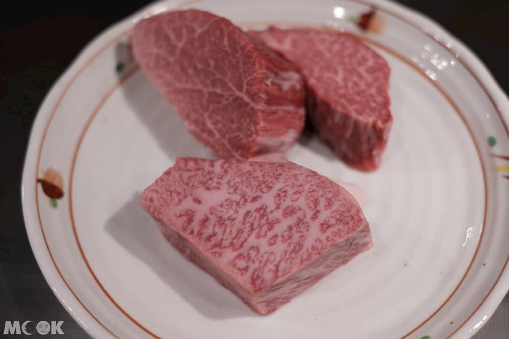 雪月花神戶牛脂肪細緻地網佈在肉上