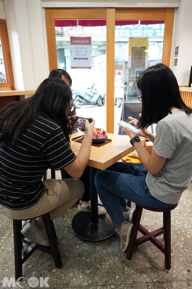 台灣台北市 中正區 東門站 金雞母刨冰甜品專門店 店內座位區