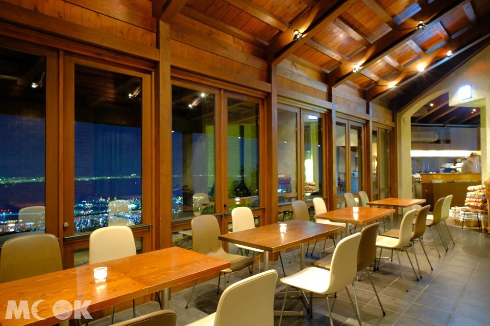 六甲山歐風Granite Café落地窗區