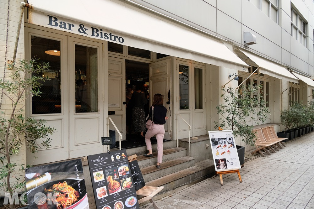 Bar & Bistro 64充滿白色風格